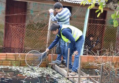 Ciudadanos se manifestaron por mortandad de los peces