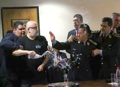 Paraguayo Cubas justifica exabrupto durante sesión para ascenso de policías