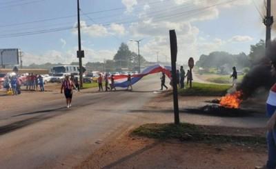 Cierran Ruta Internacional en apoyo a Paraguayo Cubas