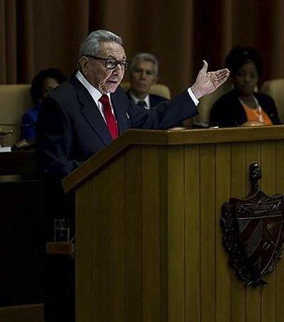 Reaparece Raúl Castro en proclama de nueva Constitución cubana