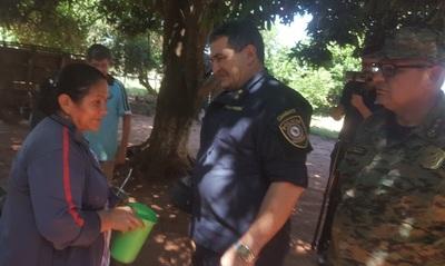 Visita de Comandante: Ña Obdulia insiste en noticias de su hijo