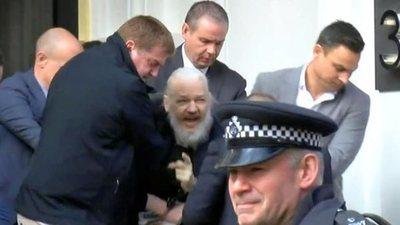 Arrestan a Julian Assange en Londres