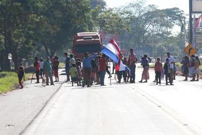 Unas 300 familias cierran ruta 7 ante necesidad de asistencia