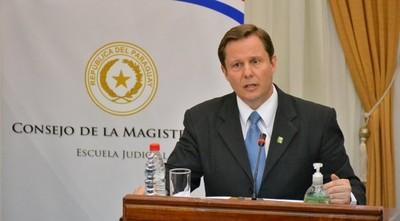 Senadores eligen a Alberto Martínez Simón