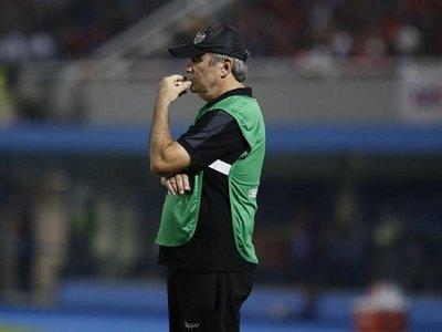 Tras la goleada de Cerro, el Mineiro despide a su entrenador