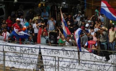 Adherentes de Cubas se manifiestan frente al Congreso