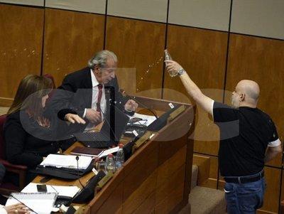 Senado suspende a Cubas