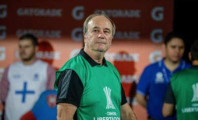 HOY / Tras el bochorno, Mineiro despide a Levir Culpi