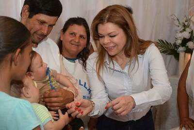 Sandra Zacarias entregó aportes a capillas y personas de escasos recursos en CDE.