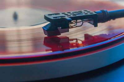 Aprende cómo limpiar discos de vinilo sin dañarlos