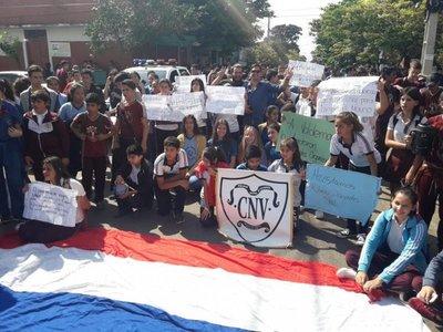 Estudiantes villarriqueños exigen docentes