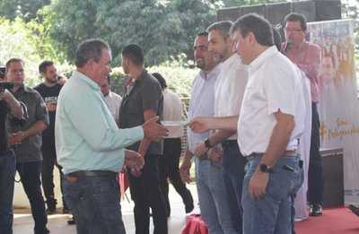 Gobierno entrega créditos, renueva becas y asume compromiso por la niñez en Canindeyú