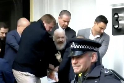 EEUU acusa a Assange de conspirar para acceder a sistemas del gobierno con información clasificada