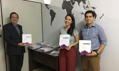 Esteños lanzan libro de inglés orientado al área de Economía