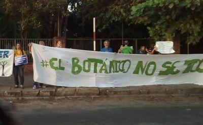 Protesta frente al MOPC para defender al Botánico
