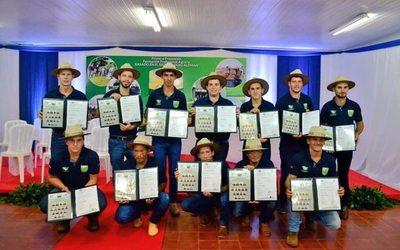 Egresan profesionales técnicos agropecuarios en Yguazú