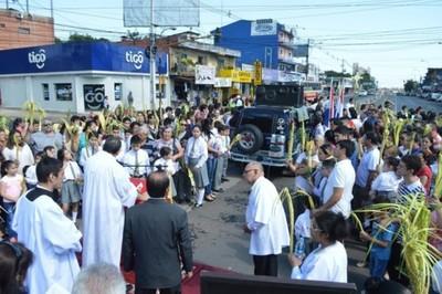 Parada de metrobús fue bendecido durante misa de domingo de ramos