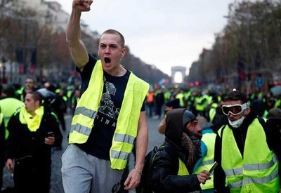 """Macron anuncia nuevas medidas para salir de crisis de los """"chalecos amarillos"""""""