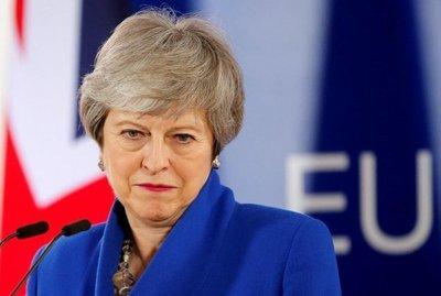 """May no adelantará las elecciones y sigue con planes para un """"brexit"""" abrupto"""