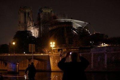 Reportan que incendio de la catedral de Notre Dame ya fue controlado