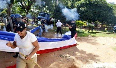 Manifestantes se pelean y policía les dispersó con balines en J. A. Saldívar