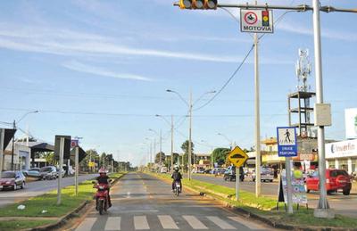 Vía peatonal de  la Avda. Perú, sin señalización