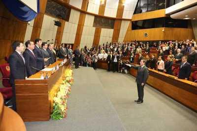 Alberto Martínez Simón juró como ministro de la Corte
