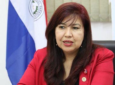 Aplastante victoria de Zully Vera, nueva rectora de la UNA