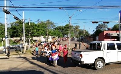 HOY / Damnificados reclaman energía eléctrica en refugio y protestan con cierre de Artigas