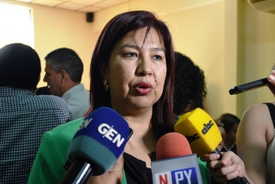 Nueva rectora de la UNA remarca compromiso con la transparencia y anuncia auditoría