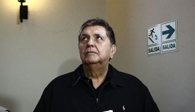 Expresidente peruano se dispara en la cabeza al ser detenido