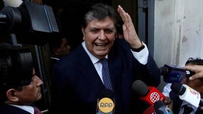 El ex presidente peruano Alan García se dispara en la cabeza cuando iba a ser detenido