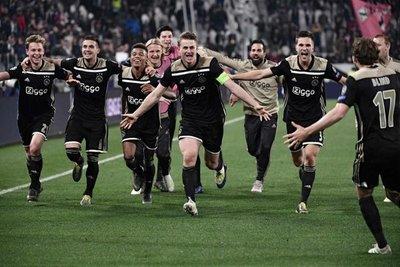 El Ajax, un histórico renacido de sus cenizas