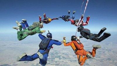 Paracaidistas se juntan en Tobatí hoy Jueves Santo