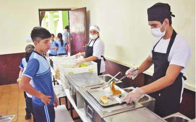 Firmas adjudicadas para almuerzo escolar ya están en poder de Junta