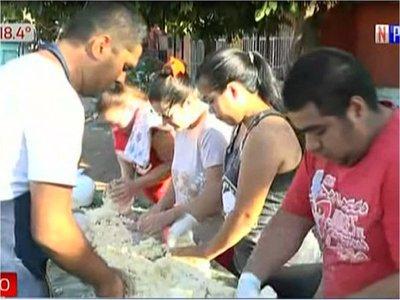 En barrio Pelopincho preparan una chipa de 50 metros