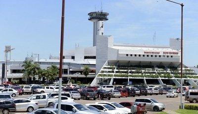 Más de 13.000 personas pasaron por Aeropuerto Silvio Pettirossi en días santos » Ñanduti