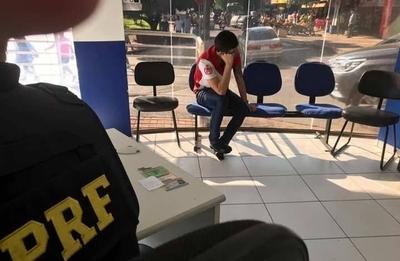 HOY / Tras persecución en el Puente de la Amistad, detienen a paraguayo con vehículo robado