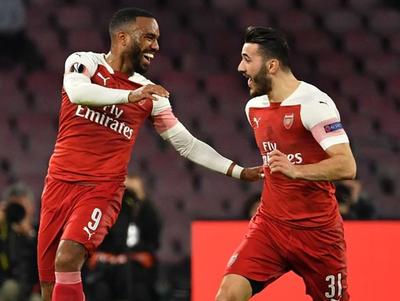 Arsenal borra al Nápoli y avanza a semifinales