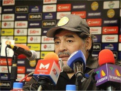 Maradona da marcha atrás y asegura estar a muerte con Dorados