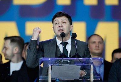 Ucrania se prepara para victoria probable del cómico Zelenski