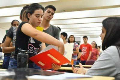Becarios de Itaipu podrán retirar sus tarjetas de cobro a partir del lunes