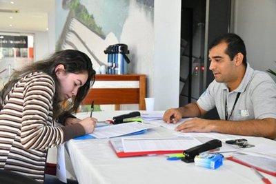 Nuevos becarios de Itaipú podrán retirar sus tarjetas de cobro desde mañana