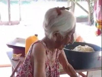 La abuelita chipera cuenta por qué tiene tanta pila