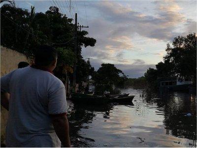 Hallan cuerpo sin vida en zona inundada del bañado Tacumbú