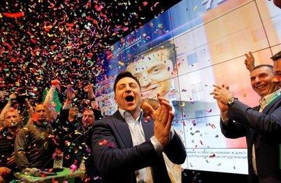 Humorista gana presidenciales en Ucrania