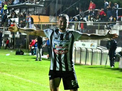 Nota a Alejandro Toledo luego de anotar el gol del triunfo