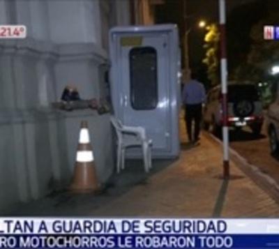 Entre cuatro asaltan a guardia de seguridad en microcentro de Asunción