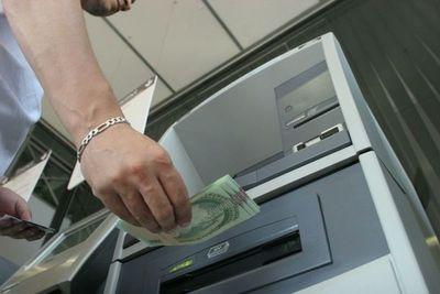 Clonadores de tarjetas roban Gs. 12 millones a una mujer