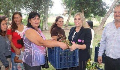 Mujeres recibirán microcréditos en Cordillera y Caaguazú